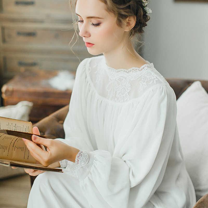 a6c9a4d61f1 2017 Осенняя Женская хлопковая ночная рубашка с длинными рукавами ретро  дворец белая длинная ночная рубашка Женская