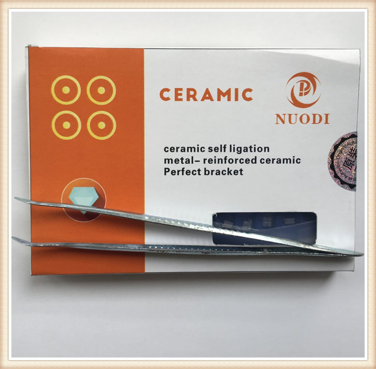 Dental Orthodontic Bracket Tweezers With Self-ligating Ceramic Bracket