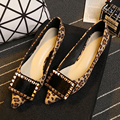 Женщина плоские туфли заклепки конского волоса квадратных пряжки обувь мелкой низком каблуке Острым Носом весной и летом моды сексуальная обувь