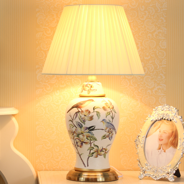цена European Antique Hand-painted Birds Chinese Ceramic Led E27 Dimmiable Table Lamp For Bedroom Living Room Study Lights 1835