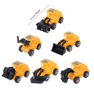 Image 2 - 6pcs מיני בניית משאית הנדסת רכב צעצועים חינוכיים משאית דגם צעצועי עוגת טופר ילדים מסיבת יום הולדת קישוט