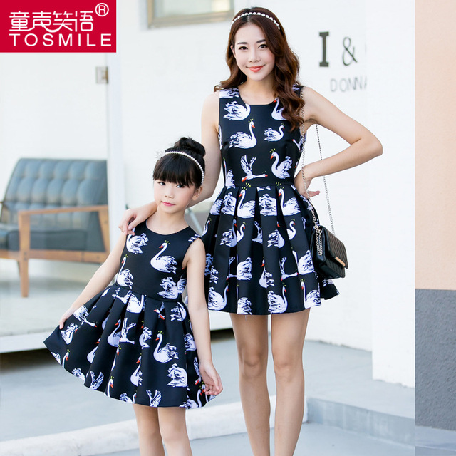 Matched Family Clothing Girls Dress Princess Womens Dresses 2016 spring Mother and Daughter Dresses swan Painting Family Clothes