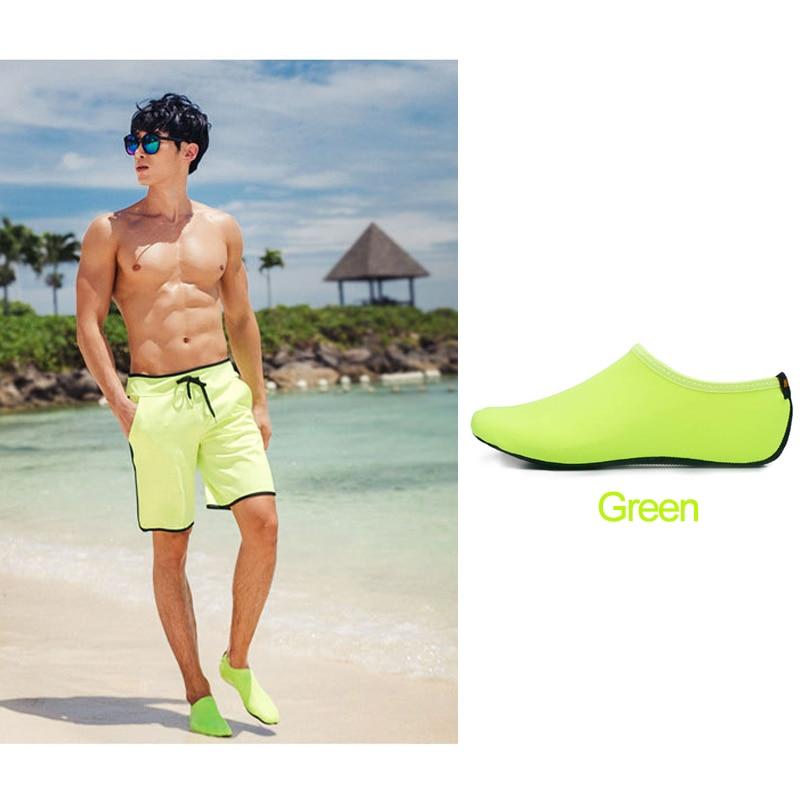 Le Jeune moderne.Activités plein air-Chaussures de natation ou de plage pour homme ou femme-Chaussure de plage ou de natation pour homme et femme.Pour ceux qui ne supportent pas les claquettes, voici la chaussure de plage ou de natation. Légère, confortable, vous allez très vite oublié ces chaussure de plage tellement elles sont confortable. Semelle anti-dérapante.