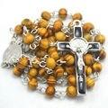Barato 6 mm ronda rosario de madera St benedict aleación crucifijo rosario católico