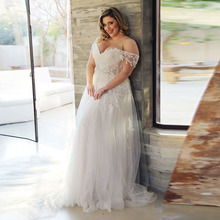 Eightree Plus Size Wedding Dress 2019 V-Neck Appliques Lace Boho Wedding Gowns Off the Shoulder Big Size Bride Dress Customized