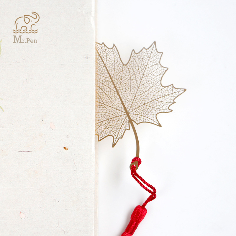 Vintage Creative Golden Hollow Maple Leaf Metal Bookmark Stationery Bookmarks Book Clip Office Accessories School Supplies