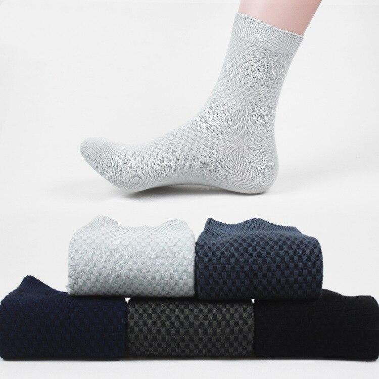 f724db19f O Envio gratuito de 5 pares lote Fibra de Bambu Moda Meias do Homem venda  quente de alta qualidade e confortável homens sox meias getleman