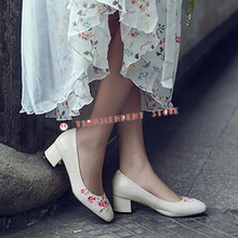 New Arrival Genuine Leather Women Casual Shallow Pumps Fashion Square Toe Med Strange Heel China Style Embroider Women Shoes