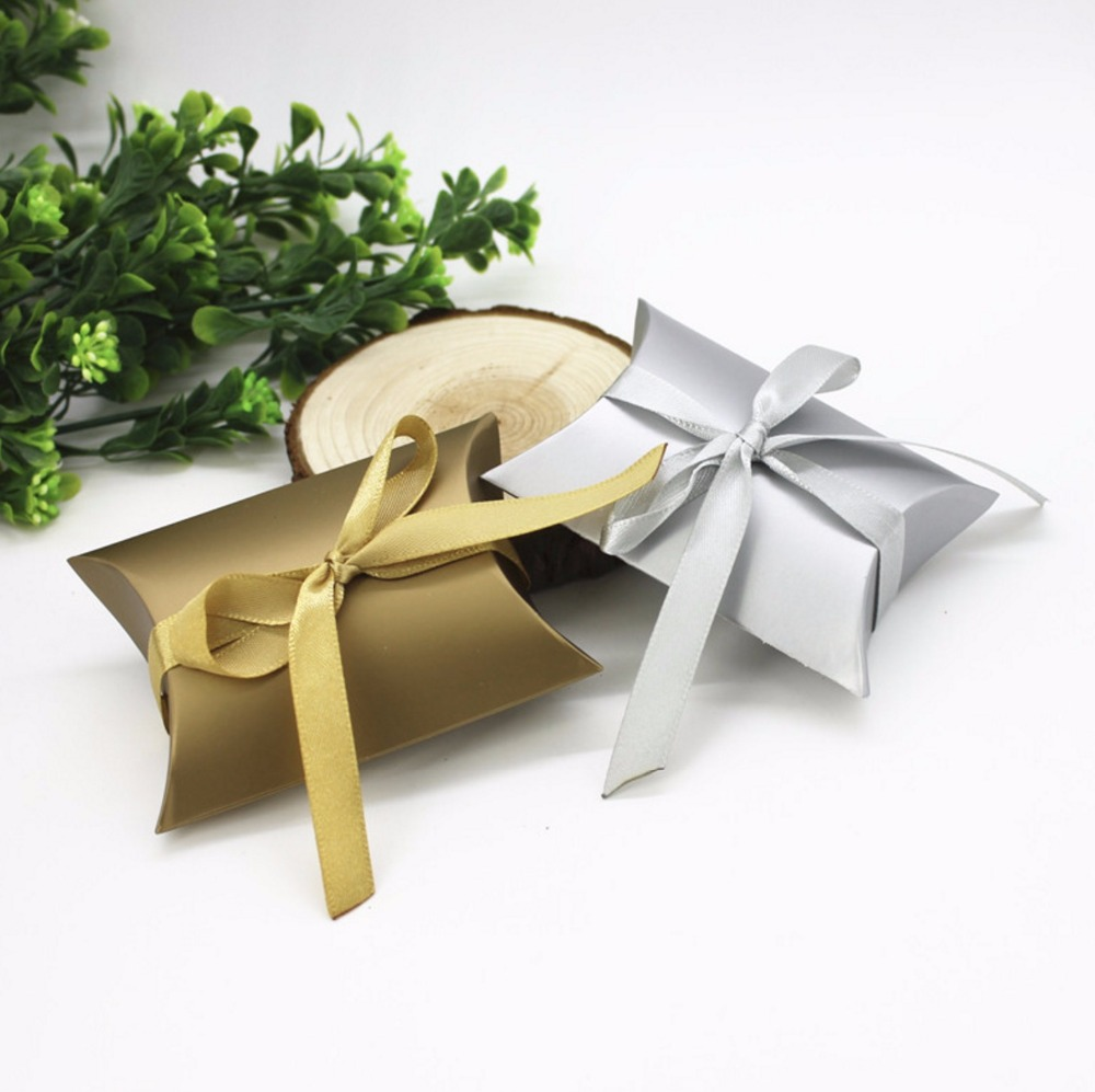 100pcs Pillow Style Gold / Silver Paper Wedding Favors Candy Boxes ...