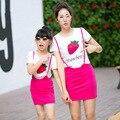 Verano de la familia de manga corta para conjuntos de madre e hija conjunto falda + algodón de la fresa camiseta ropa de las muchachas fija