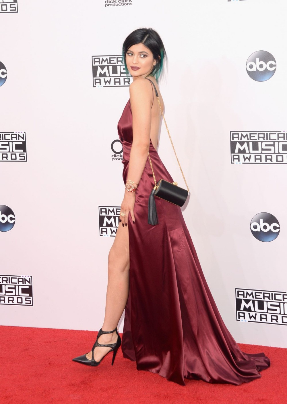 476681687f7b Kylie Jenner Celebridade Vestidos Sexy Backless Da Sereia 2015 Decote Em V  Profundo Alta Dividir Vestidos de Festa Hot Designer Vestidos No Tapete  Vermelho