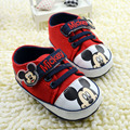Nueva llegada de los bebés recién nacidos primeros caminante de la historieta Mickey impreso antideslizante zapatos infantiles de color rojo 1394