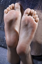 Newest 3D Tickling kiss sex male foot feet fetish sculpture model foot jobs outdoor,feet sex toy