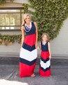 Мода Мама и Я Соответствующие Платья Матери и Дочери Девушки Наряды Синий и красные полосы хит цвет сшивание Семья Платье