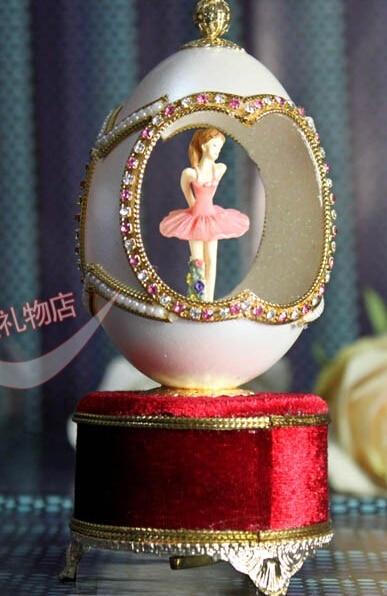 Conception de luxe boîte-cadeau la porte de la coquille d'oeuf royale sculpture boîte à musique Yunsheng boîte à musique mouvement forme d'oeuf