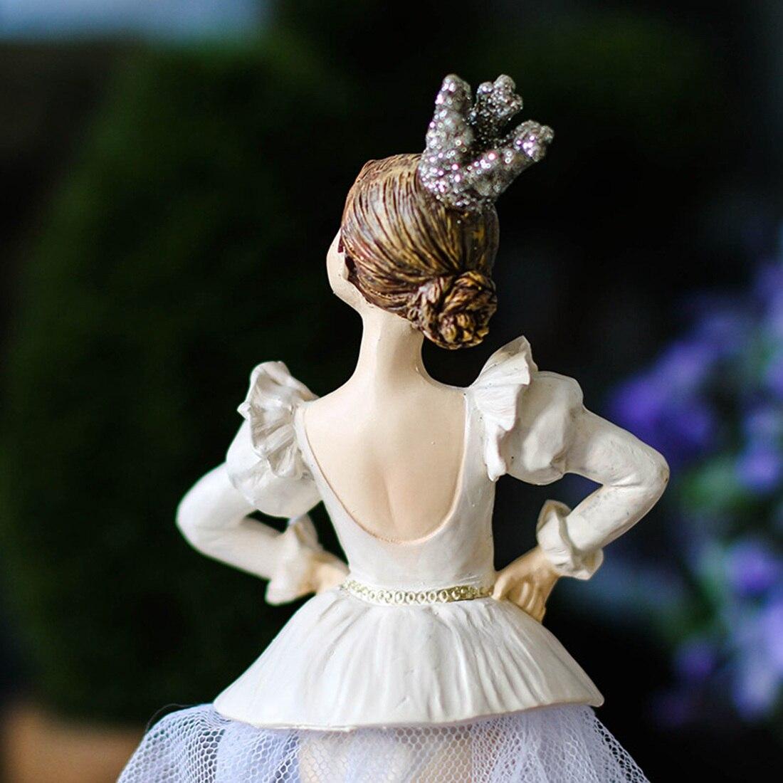 Acheter Européenne Creative maison Décoration De Bureau de Haute qualité Résine Artisanat Cadeaux Princesse Chambre Exquis Décoration Ballet Akimbo Fille de Figurines et Miniatures fiable fournisseurs