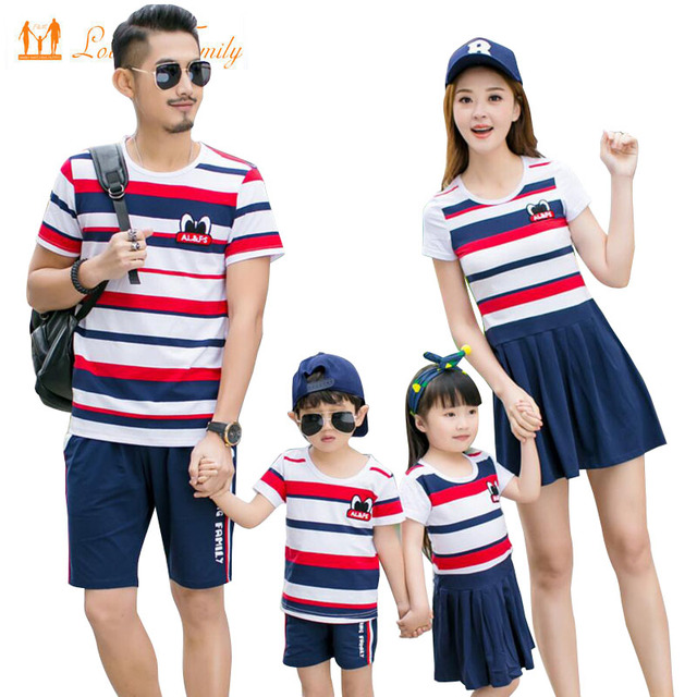 36e2398de2fa8 Family Look 2019 Summer Mother Daughter Dresses Family Clothing Father Son T -shirt Shorts Clothes set Family Matching Outfits