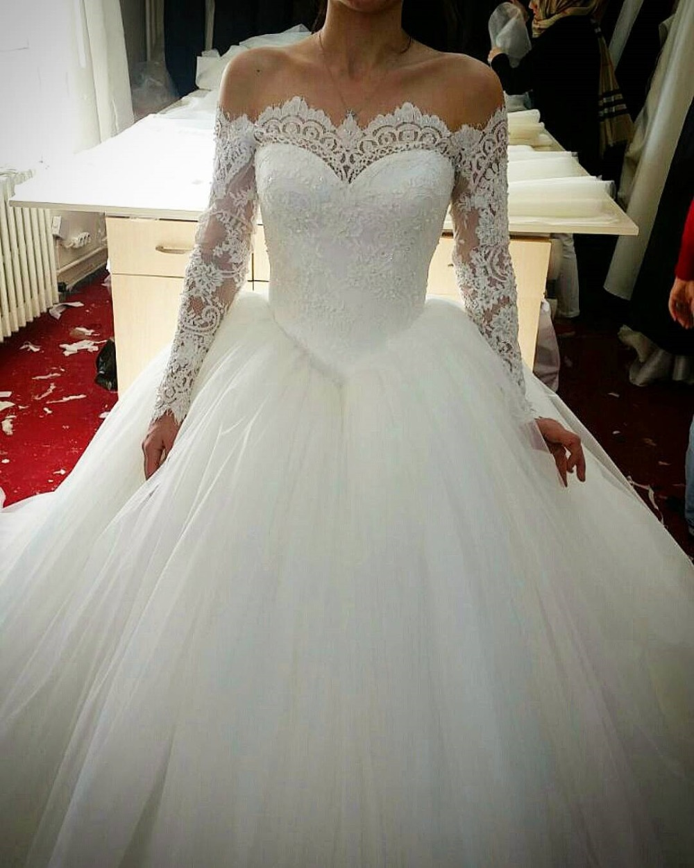 Fashion sweetheart neckline lace appliqued tulle long for Lace off the shoulder wedding dresses