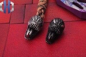 Image 4 - Metalen Venom Mes Hanger Draagbare Speelgoed Sleutelhanger Decoratieve Ornamenten Opknoping Ornamenten Hanger EDC Outdoor