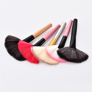Image 4 - 1Pcs Soft Makeup Large Fan Brush Foundation Blush Blusher Powder Highlighter Brush Powder Dust cleaning brushes Cosmetic Tool
