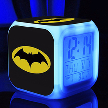 Бэтмен Цифровой Детский будильник светодиодный часы мультфильм ночной Светильник вспышка 7 цветов Изменение прикроватный стол цифровые часы