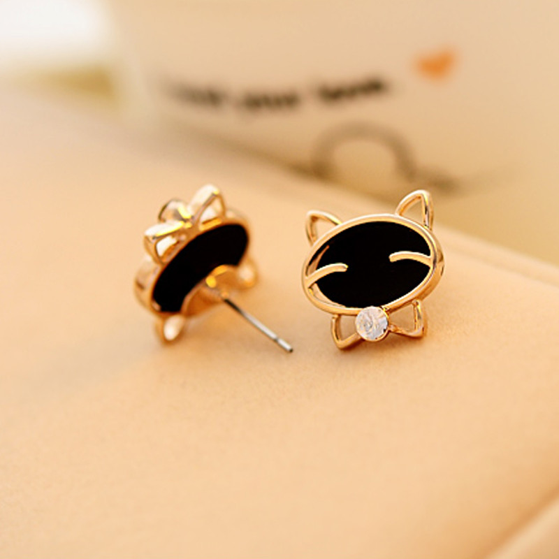 black-smiling-cat-design-stud-earrings-4
