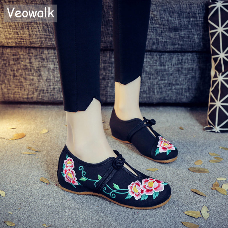 Veowalk Handmade Vintage Ballet Flat Shoes Woman Old Beijing Casual Shoes Chinese Style Flower Embroidered Cloth Canvas Shoes vintage women flats shoes old beijing mary jane ballet shoes peacock casual cloth flat ladies ballet shoes plus size 43