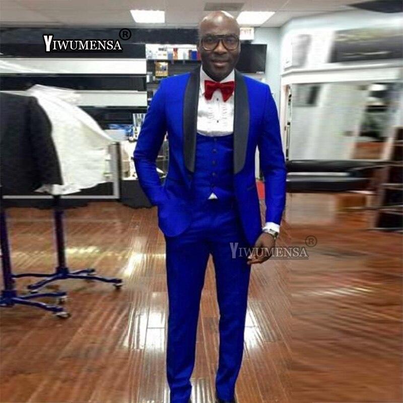 Erkek Kıyafeti'ten T. Elbise'de Yiwumensa Şal Yaka Kraliyet Mavi Erkekler Suit Damat Smokin Groomsmen En Iyi Erkek Blazer Erkek Düğün Takımları (Ceket + Pantolon + yelek) 2018'da  Grup 1