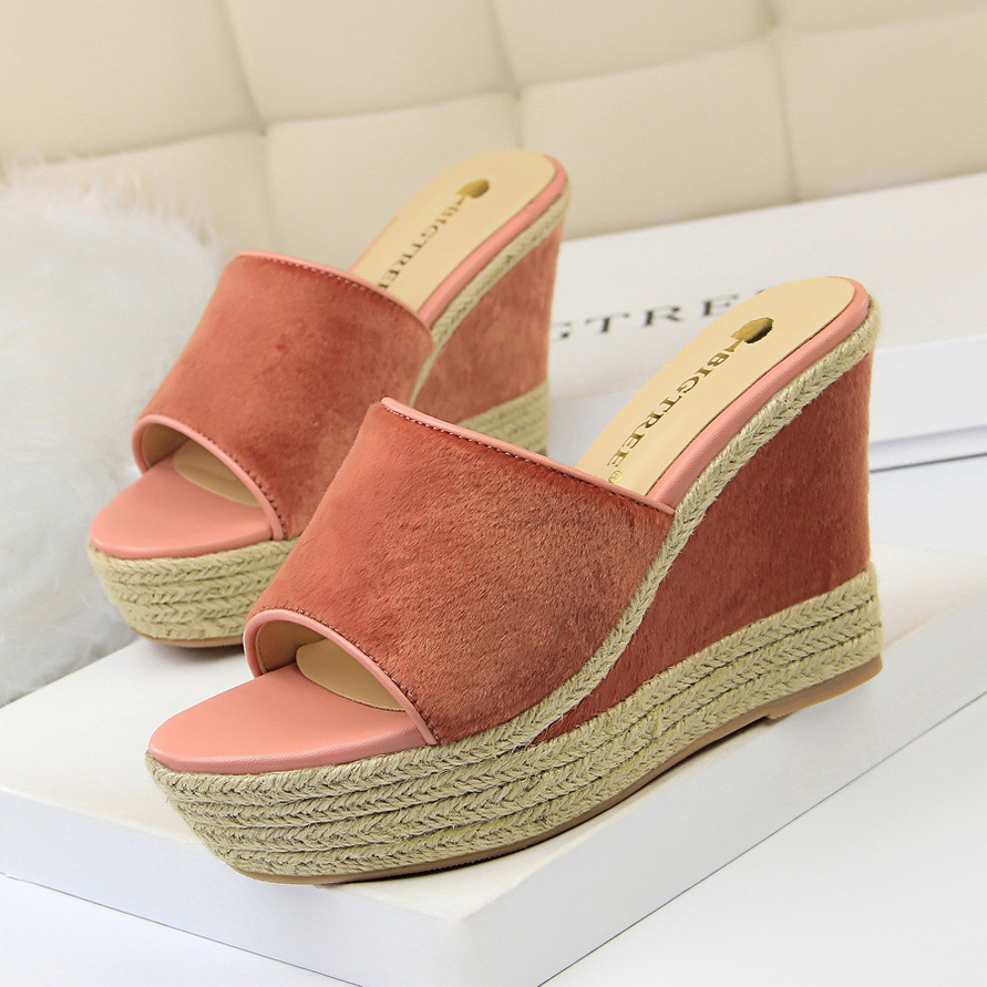 =2018 Women Summer Slides Fashion Leisure shoes women platform wedges Peep Toe Sandals Thick Slippers leather casual slippers learning carpets us map carpet lc 201
