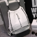 Женщины моды высококачественная искусственная кожа путешествия рюкзак леди милый белый заклепки прочный рюкзак mochila студент школьный рюкзак
