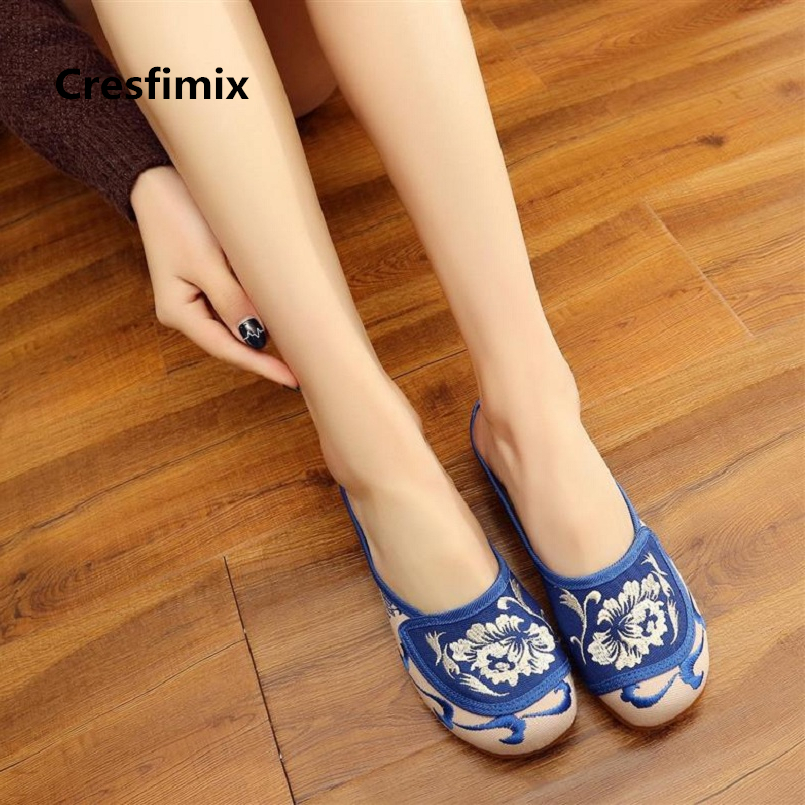 women cute flat sandals near me