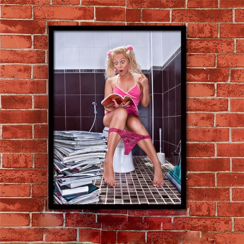 sexy Mädchen auf der Toilette