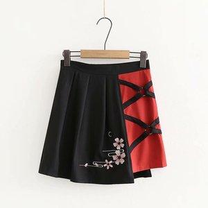 Image 5 - 여성 일본식 T 셔츠 스커트 세트 귀여운 검은 색 반소매 사쿠라 Emboridered Single Shoulder off Outfit