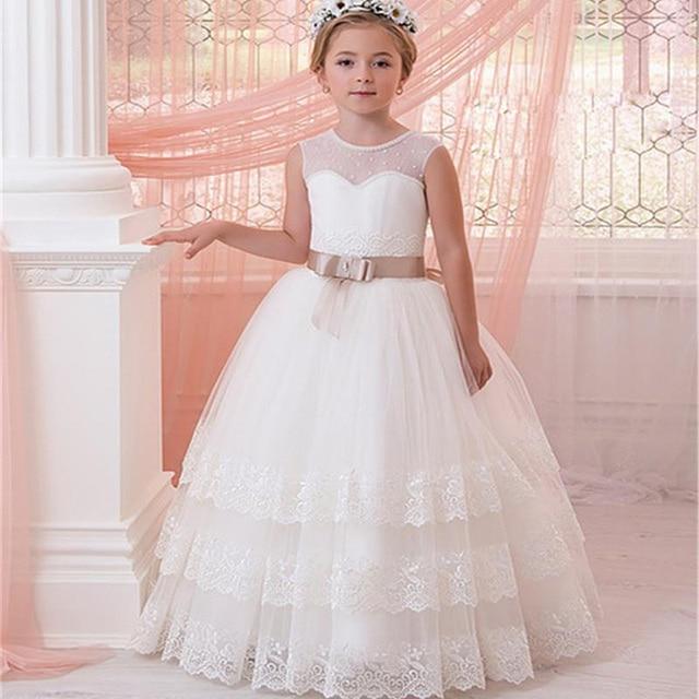 결혼식을위한 새로운 민소매 계단식 레이스 꽃의 소녀 드레스 리본으로 첫 번째 친교 드레스 소녀 미인 대회 가운