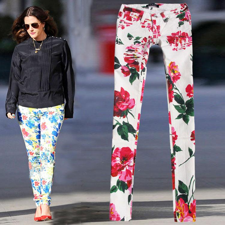 Suurte roosade lilledega teksapüksid