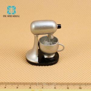 Dollhouse kitchen accessories