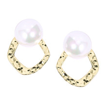 2019 Hot Sale Harmered Round Simulated Pearl Stud Earrings Simple Design Elegant Jewelry Women Trendy Statement