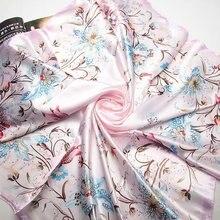 Růžový hedvábný šátek s květinami, 90 x 90 cm