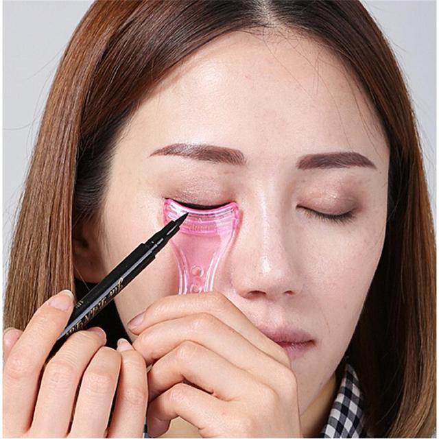 1 Pc 2020 Draw Eye Liners Guide Card  Pink Eyeliner Model Makeup Eye Helper Device Tool Mold Eyeliner Guide Makeup Tool