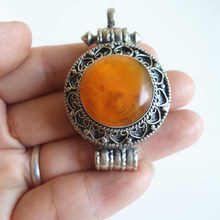 Tibetano Joyas de plata Tibetana Con Incrustaciones de TGB093 Simulent Amer Cera Ronda caja Oración Tíbet amuleto Ghau