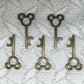 100pcs/lot June 2015 New Design Creative Wedding Favors Party Gifts Antique Bronze Mickey Mouse Skeleton Key Beer Bottle Opener