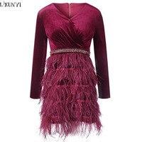 LXUNYI 2018 Frühling Herbst Neue Frauen Feder Kleid Sexy V-ansatz Dünne Elegante Damen Kleid Federn Patchwork Samt Kleider Dame