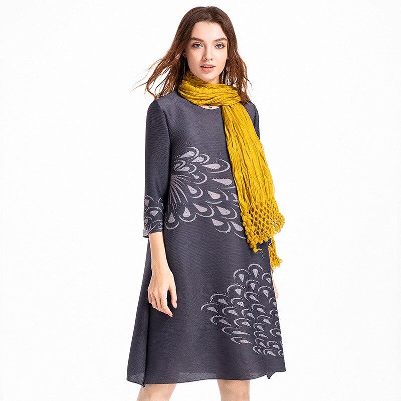 Original autocollant numérique perce grande taille femmes haut de gamme européen et américain automne plissé MIYAKE robe en gros - 2