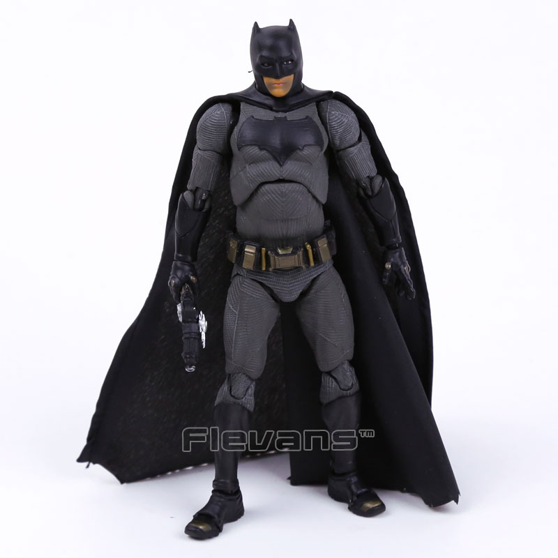 MAFEX NO.017 DC COMICS Batman v Superman: Dawn of Justice Batman PVC Action Figure Collectible Model Toy 16cm neca dc comics batman superman the joker pvc action figure collectible toy 7 18cm 3 styles