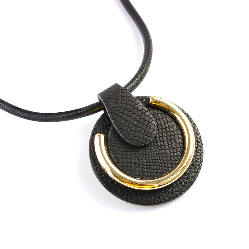 F&u Punk Style Hip-hop Pu Leather With Metal Part Mixed Exquisite Bijoux Black Leather Pendant Necklace Strengthening Sinews And Bones