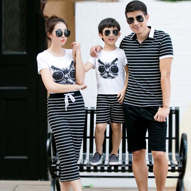 2016 de la familia arropa sistemas juego de madre e hijo hija del algodón corto de la manga padre camisetas de rayas moda falda madre