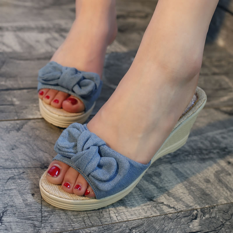 Bow Flip Flops
