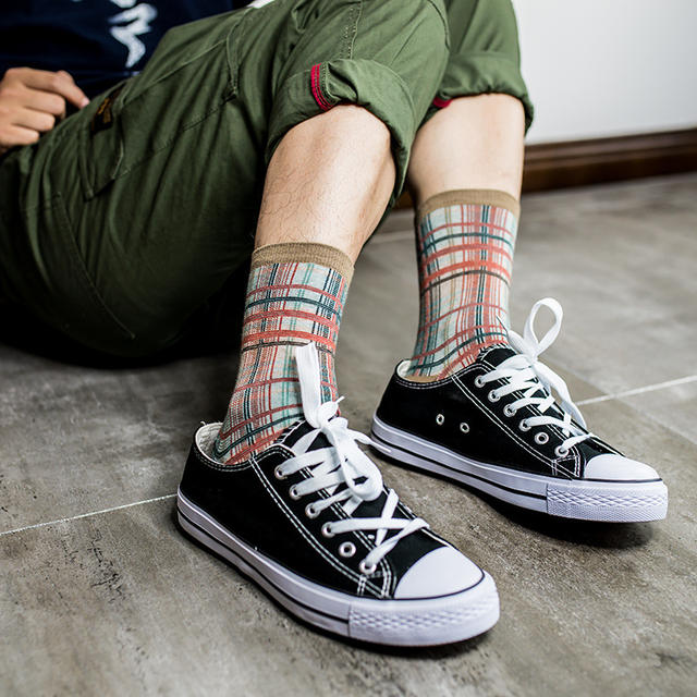 Men Cotton Socks 2018 Fashion New Autumn Winter 4 Color Retro Ethnic Style Gentleman Personality Trend Harajuku Crew Socks Z101