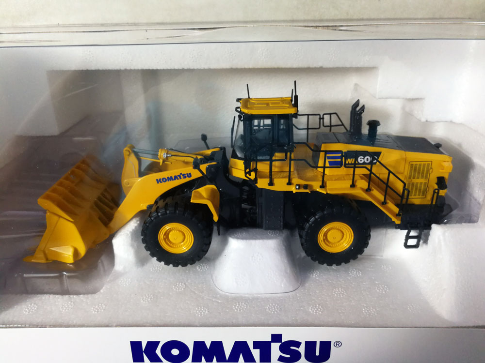 UH 8127 1:50 Komatsu WA600 8 loader toy-in Diecasts & Toy Vehicles from Toys & Hobbies    1