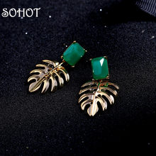 SOHOT – boucles d'oreilles pendantes en forme de feuille Monstera pour femmes, en alliage, couleur or, cristal acrylique vert Chic pour dames, bijoux de fête